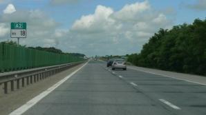 ATENŢIE şoferi! Trafic deviat pe Autostrada Soarelui. S-au desprins dale din carosabil