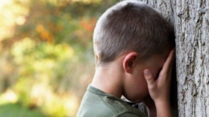 SCENARIU DE GROAZĂ. Băieţel violat de mai multe ori de un adolescent