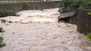 POTOPUL nu se mai opreşte. Codul PORTOCALIU de inundaţii, prelungit