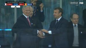 Macron se bucură