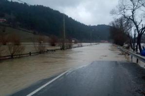 Drumuri naţionale închise din cauza inundaţiilor