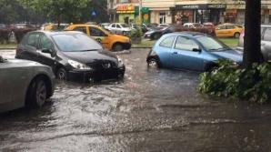 Potop în Capitală: Pompierii intervin în mai multe zone pentru îndepărtarea apei acumulate