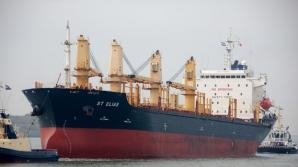 Navă cu marinari români reținută în Franța