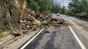 Trafic blocat pe Transfăgărăşan, din cauza alunecărilor de pe versanți