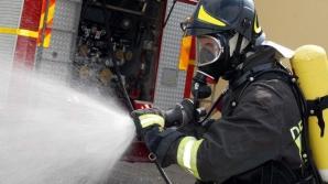 Un autoturism a luat foc în mers, în apropiere de Palatul Cotroceni
