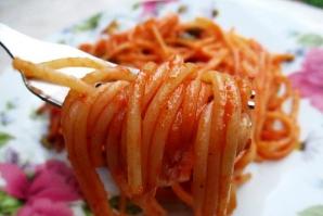 Reţeta zilei: spaghete cu sos de roşii. Se prepară rapid