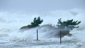 Mii de oameni, evacuaţi din locuinţe din cauza unui taifun