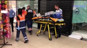 Tânără rănită după ce o bucată de tavan s-a prăbușit într-un mall