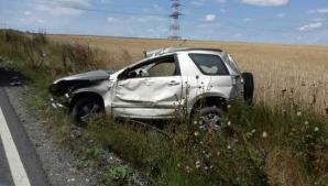 Constanţa: 4 răniţi, printre care 3 copii,după ce maşina în care se aflau s-a răsturnat într-o curbă
