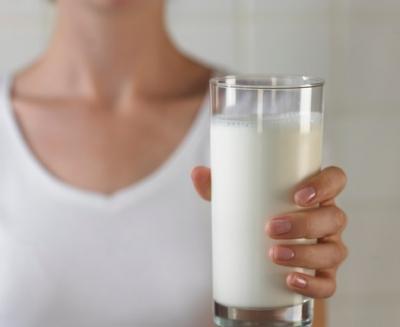 Când trebuie, de fapt, să bei laptele. Avertismentul medicilor!