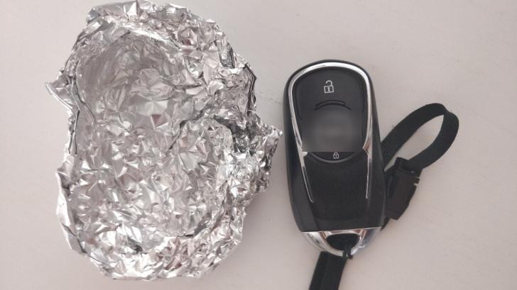 Un agent FBI a explicat de ce înfășoară cheile de la mașină în folie de aluminiu. Veți face la fel!