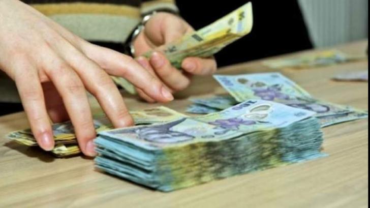 Guvernul are probleme cu plata salariilor şi pensiilor