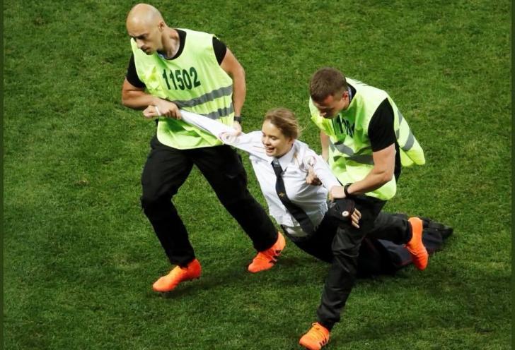 Activiștii Pussy Riot care au întrerupt finala Cupei Mondiale, condamnați la închisoare