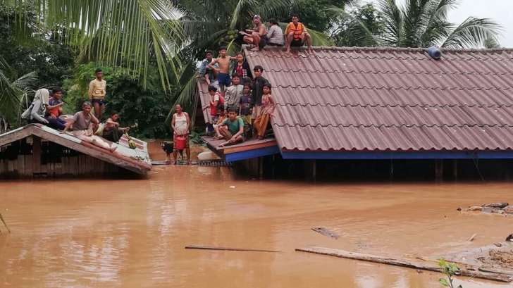 Sute de dispăruți și mulți morți după prăbușirea unui baraj în Laos