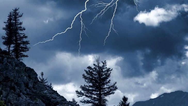 Cod galben de furtuni pentru şapte judeţe