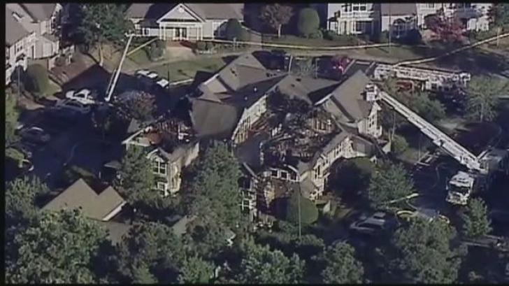 Elicopter prăbuşit peste o casă: Un om a murit