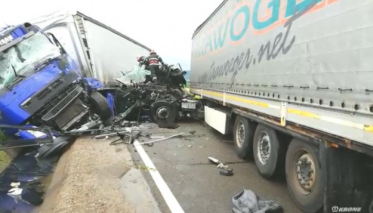 Accident grav cu două TIR-uri în Argeş