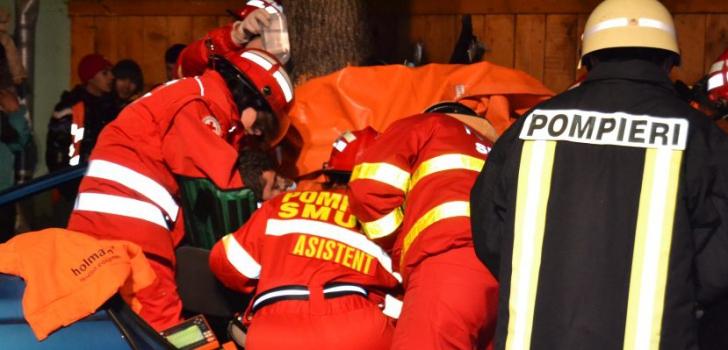 UPDATE: Accident terifiant în Bistrița-Năsăud, mașină lovită de tren, 3 răniți în stare gravă