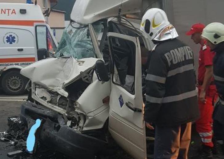 Accident rutier cu trei victime, la Gura Humorului, o persoană încarcerată