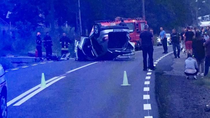 Accident grav: maşină răsturnată la ieşire din Predeal. Cinci victime, dintre care trei copii