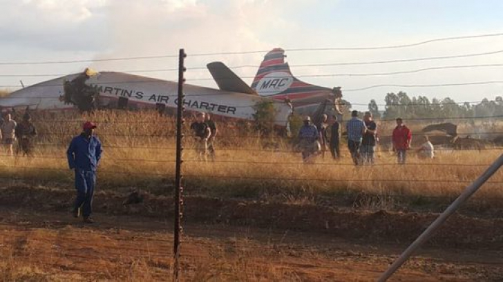 Un avion s-a prăbuşit. Zeci de persoane rănite