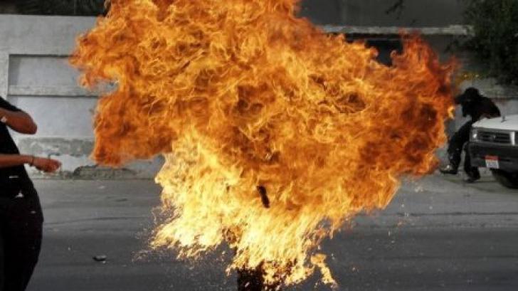 ŞOCANT! Un tânăr şi-a dat foc în faţa trecătorilor. De ce a făcut acest lucru