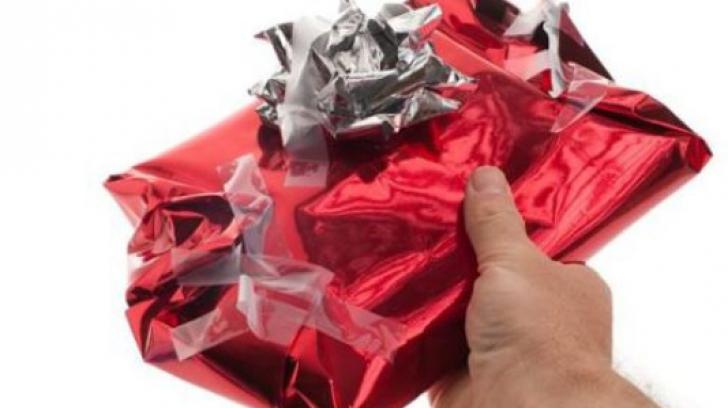 """Profesorii, dezgustaţi de cadourile de final de an: """"Un coşmar: lenjerie intimă folosită şi..."""""""