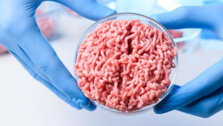 """Cum arată """"carnea"""" crescută în laborator. Descoperirea secolului. Când o vom găsi în magazine"""
