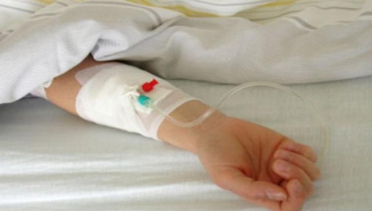 Caz şocant în Gorj! Copil bătut de tată până i-a rupt mâna pentru că a mâncat două felii de salam