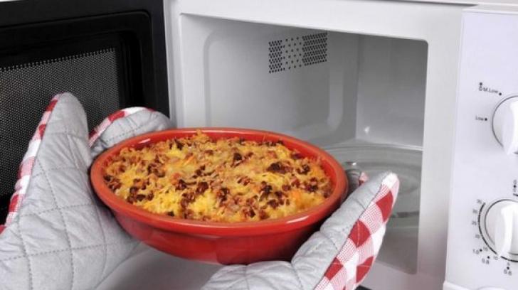 Ce să NU încălzeşti în cuptorul cu microunde