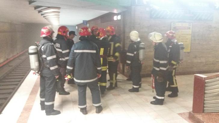 Incident la metrou! ACCESUL OPRIT la Eroii Revoluţiei: fum pe peron