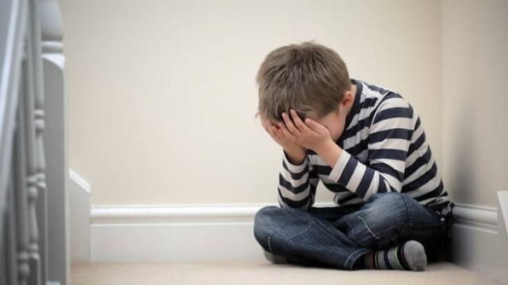 Copii pot suferi de DEPRESIE. Este exctrem de GRAV. Motivul te va şoca