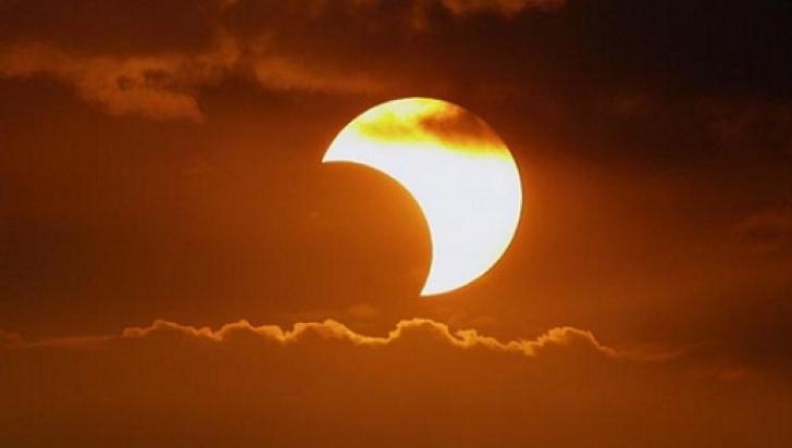 Cea mai lungă eclipsă de lună se apropie. Când va avea loc fenomenul astronomic extrem de rar