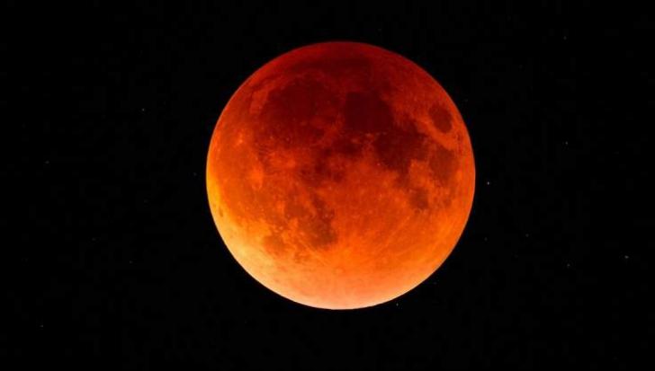 Eclipsă totală de Lună pe 27 iulie. Cum o poţi urmări din România