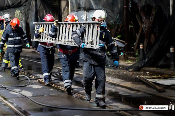 Incendiu într-un mall din Capitală. Evacuare de urgenţă / Foto: Arhiva ISU Bucuresti-Ilfov