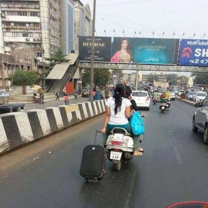 GALERIA RUŞINII. Cele mai absurde fotografii din India. Ce-o fi fost în capul lor?