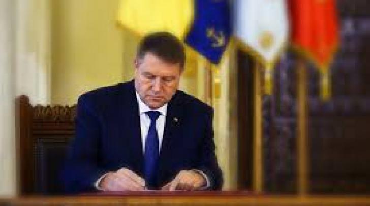 Președintele Iohannis a contestat la CCR Codul Administrativ