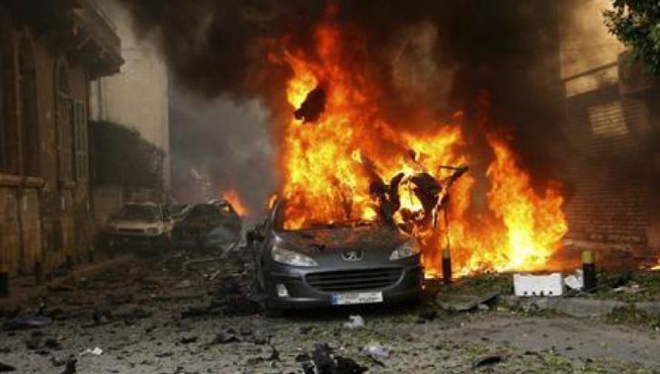 Doi civili ucişi şi opt militari răniţi, în urma unei explozii