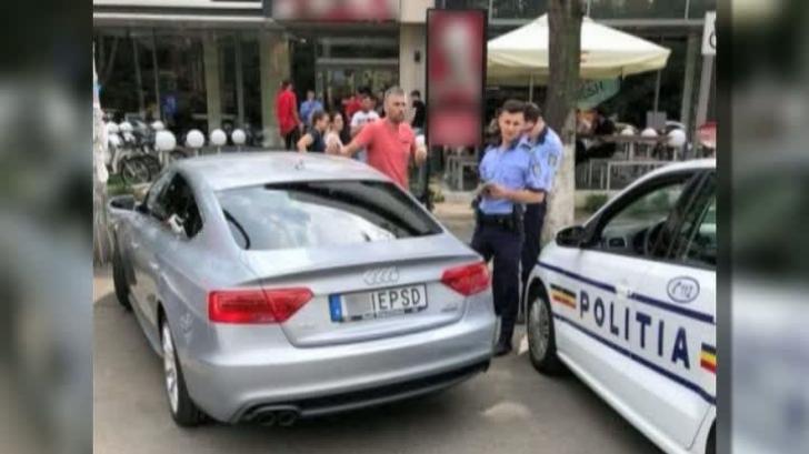 Maşina cu mesaj explicit pentru PSD, filmată de Realitatea TV