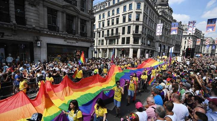 Parada gay uriașă la Londra