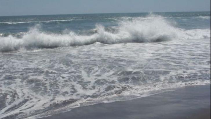 Tragedie pe litoral. În urmă cu puţin timp a fost scos din mare,  în stop cardio-respirator