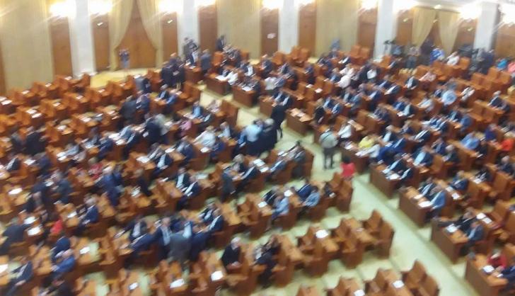 """Surse: PSD vrea să adopte bugetul pe """"repede-îniante"""", până la Crăciun"""