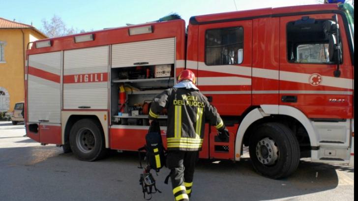 O femeie româncă a murit după ce i-a luat foc apartamentul. Alte 6 persoane rănite