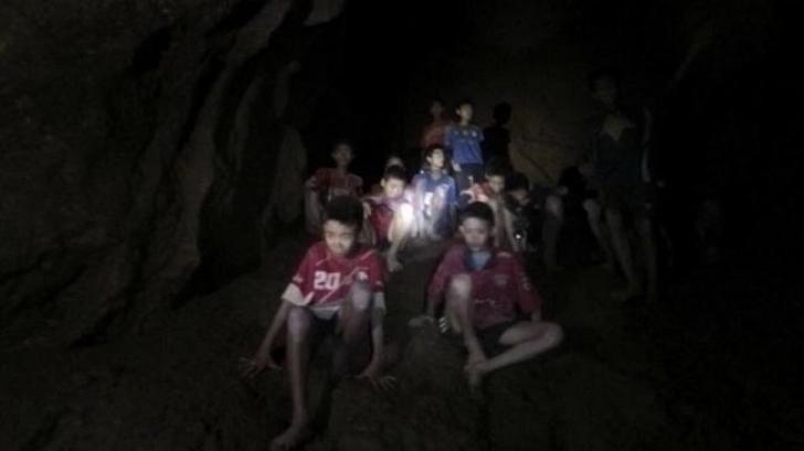 Operațiunea de salvare a copiilor din peșteră