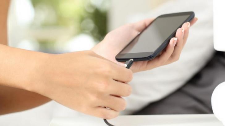 Cum să deosebeşti un telefon original de unul contrafăcut