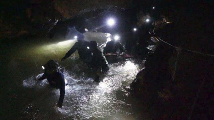 Ajutor neaşteptat pentru copiii blocaţi în peştera din Thailanda