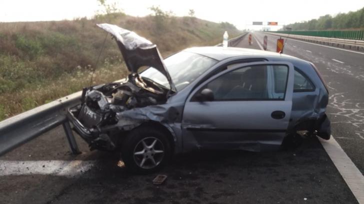 Val de accidente pe străzile din România. O maşină s-a făcut praf pe Autostrada Soarelui