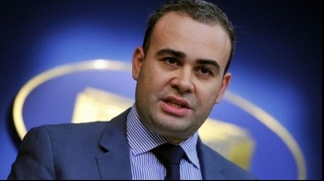 Vâlcov, lui Iohannis: Nu primeşti mai mulţi bani la rectificare ca să iei bucătarul după tine