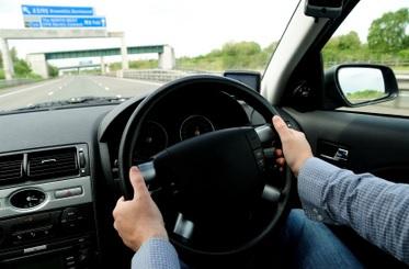 Maşinile cu volan pe dreapta, INTERZISE în România. Ministrul Transporturilor a semnat ordinul