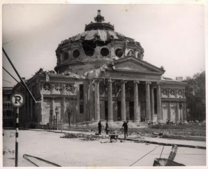 Imagine de arhiva: Ateneul Roman dupa bombardamente